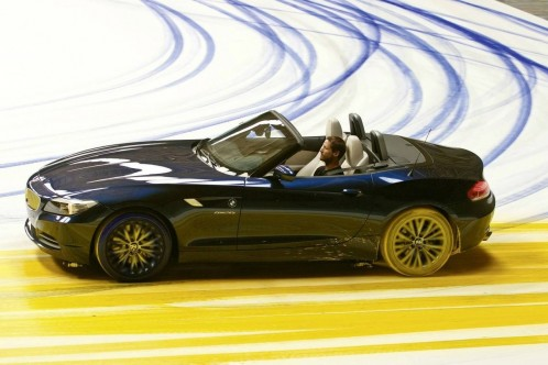an-expression-of-joy-painting-dynamics-created-by-the-new-bmw-z4_7-498x332